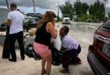 Photo of فلوريدا تحبس أنفاسها مع قرب وصول الإعصار دوريان