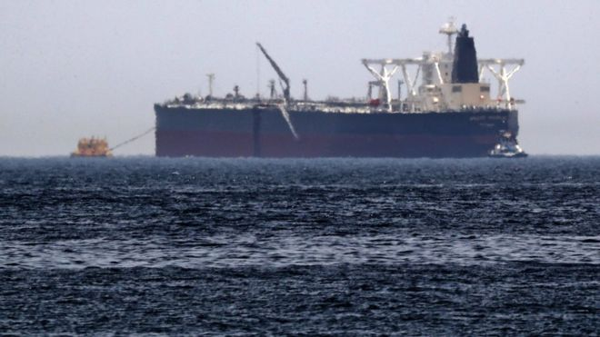 "Photo of ""انفجار"" في ناقلة نفط إيرانية بالقرب من سواحل جدة"