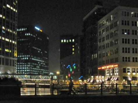 Riverwalk bei Nacht