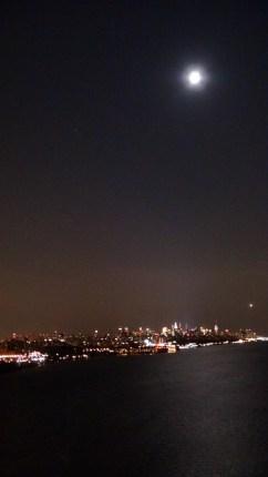 NEW-YORK AVEC LA LUNE
