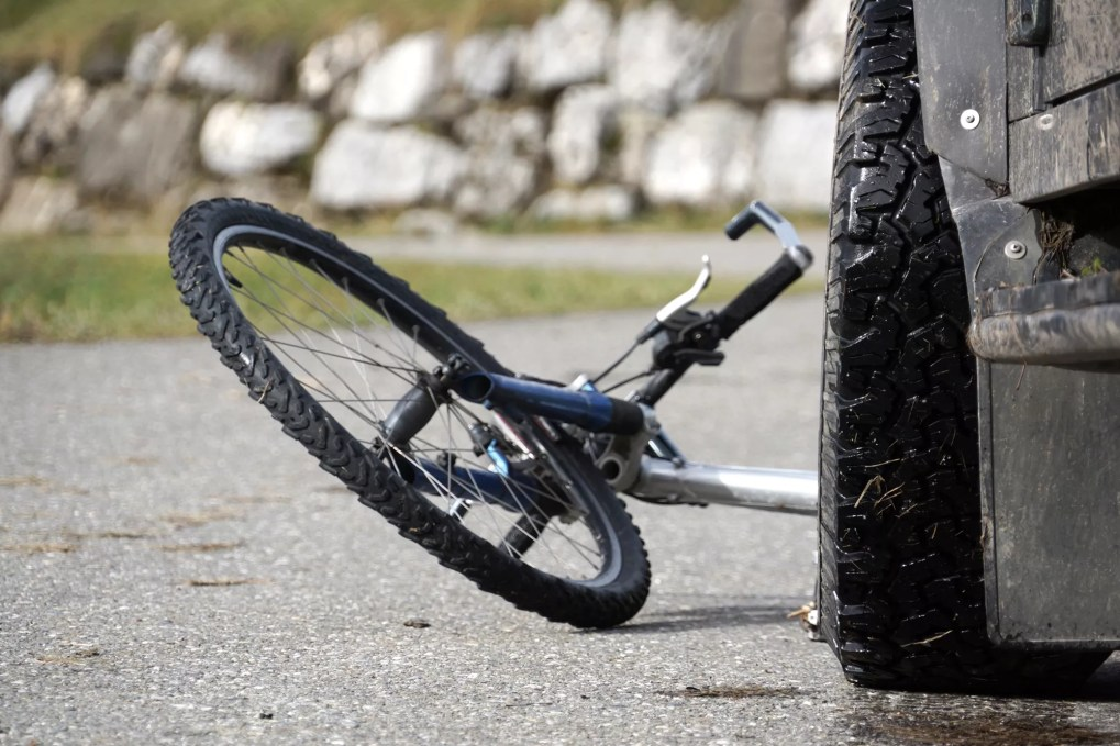 Truck Driver Wanted after Bicycle Accident on Missouri Flat Road at Pleasant Valley Road [Diamond Springs, CA]