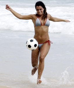 Brazilian-woman-play-soccer-Rio-de-Janeiro_Photo-by-Sergio-Moraes_Reuters