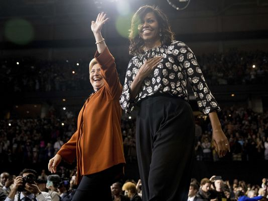 Michelle Obama dazzles crowd at Clinton rally: