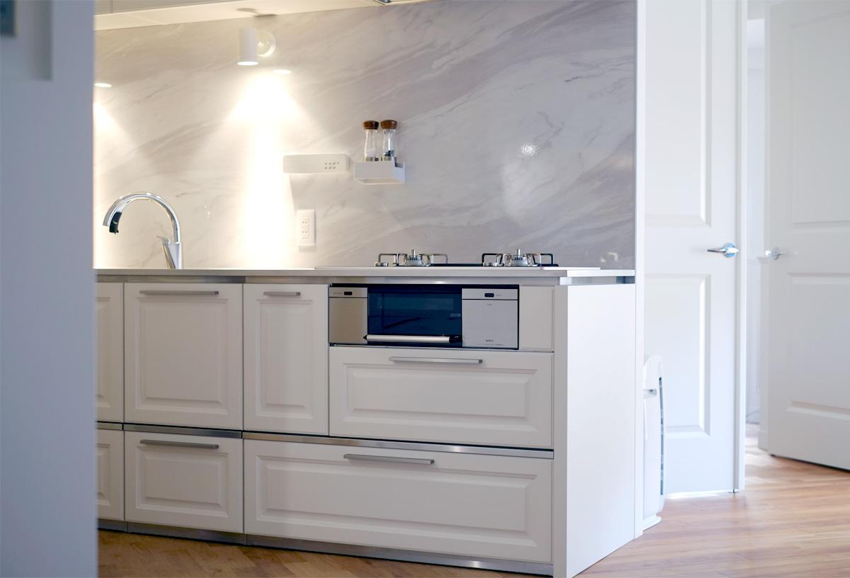 スマートコンロを設置したキッチン