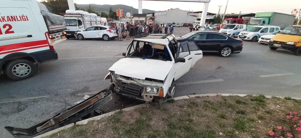 Uşak'ta trafik kazası; 5 yaralı