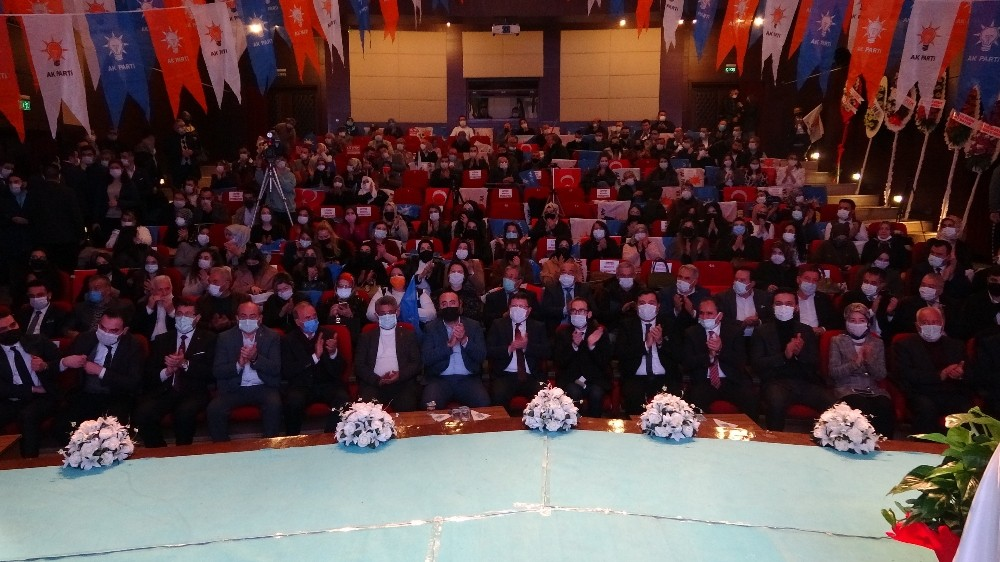 Uşak AK Parti'de gençlik yönetimi güven tazeledi