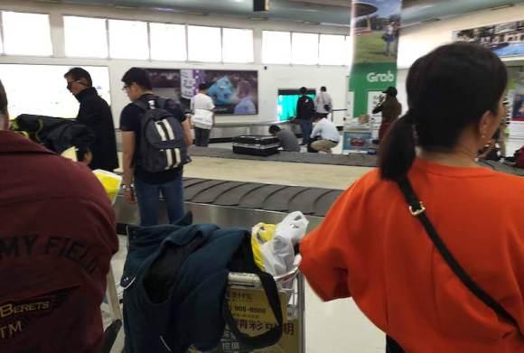 フィリピン・クラーク空港の荷物受け取り