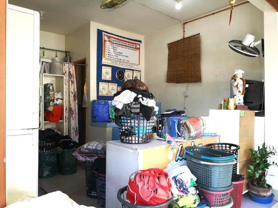 フィリピンで洗濯物。ランドリーの様子
