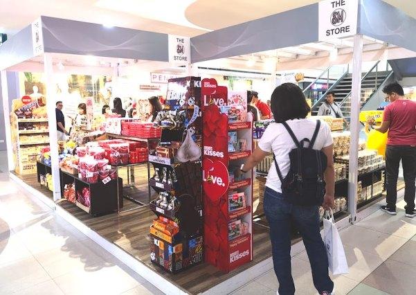 フィリピンのバレンタインデーのチョコレート売り場