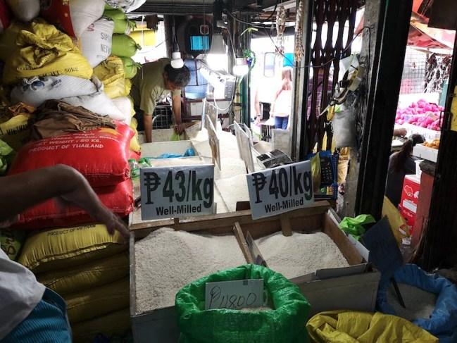 フィリピンのローカルマーケットの米屋