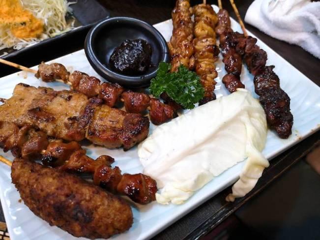 マニラのリトル東京の日本食レストラン「関取(Sekitori)」の食べ飲み放題メニューの焼き鳥