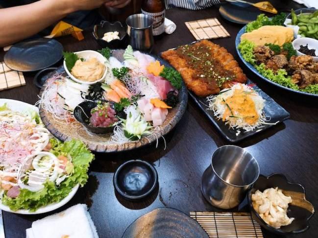 マニラのリトル東京の日本食レストラン「関取(Sekitori)」の食べ飲み放題メニューの眺め