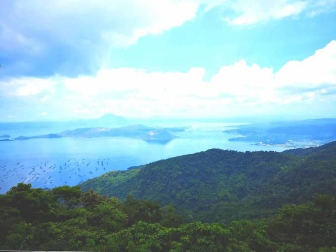 タガイタイの湖