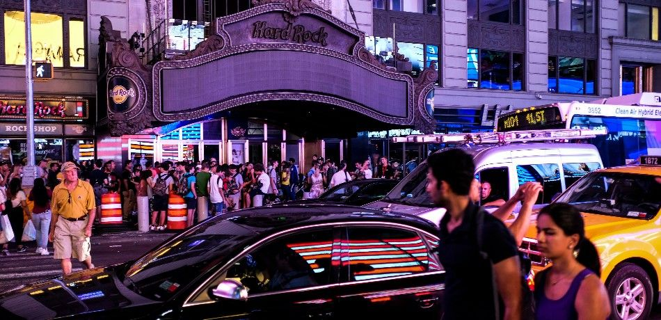 People on the streets of Manhattan during a blackout.
