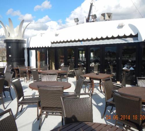 Empress River Grille deck 2