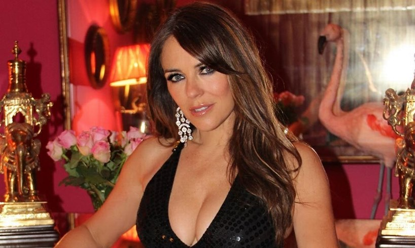 Elizabeth Hurley Removes Her Clothes In Sexy New Selfie Taken While In Coronavirus Self-Isolation - US Daily Report