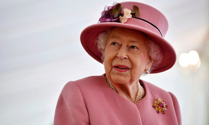 Queen Elizabeth's Decision To Share This Picture And Message Has Angered Some Royal Fans - US Daily Report