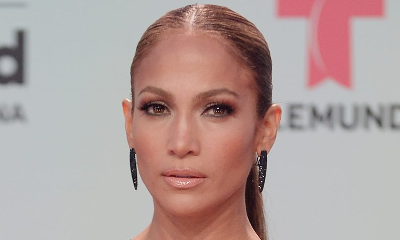 Jennifer Lopez Reveals That Her Body Is All Muscle In Sexy Photo That Sparked An Intense Debate - US Daily Report