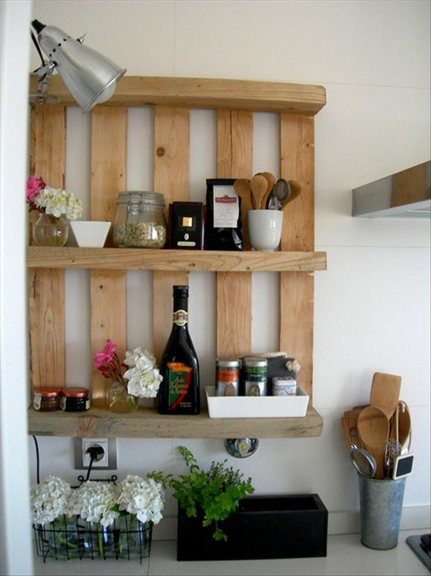 28 Incredible Methods of Recycling Old Pallets Into Creative Furniture Designs-usefuldiyprojects.com (3)