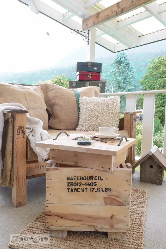 29 Ways to Decorate With Wooden Crates usefuldiyprojects.com decor ideas (21)