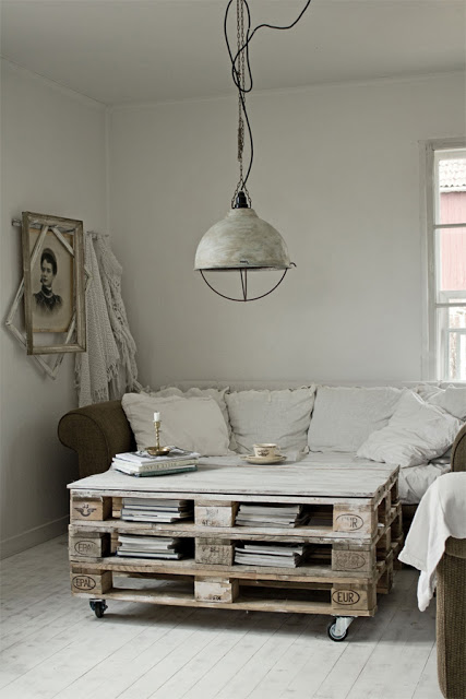 33 Insanely Smart and Creative Wooden Pallets Recycling Ideas Worth Doing usefuldiyprojects.com decor (15)