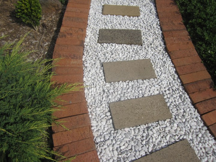 36  Beauteous and Alluring Garden Paths and Walkways For Your Little Drop of Heaven (4)