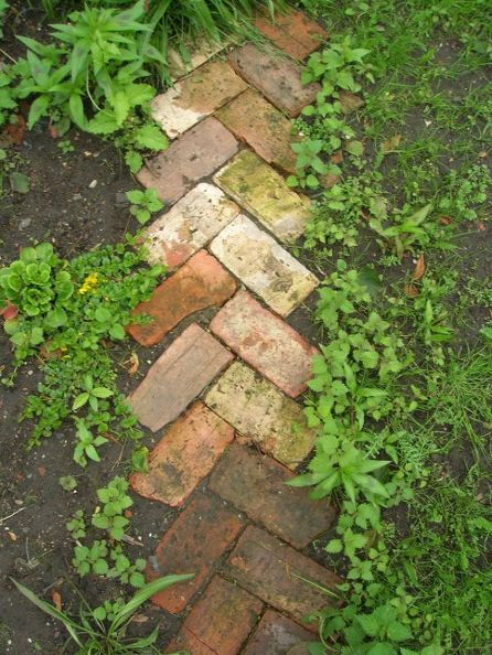 37  Beauteous and Alluring Garden Paths and Walkways For Your Little Drop of Heaven usefuldiyprojects (30)