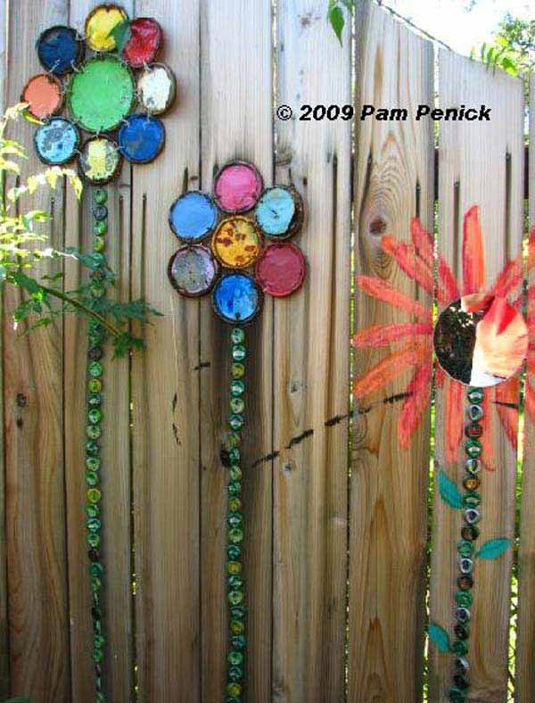 Top 23 DIY Garden Fence Decorations To Mesmerize Pedestrians on Backyard Wooden Fence Decorating Ideas id=48592