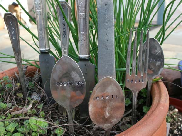 19 Brilliant No-Money Ideas to Label The Plants in Your Garden (15)