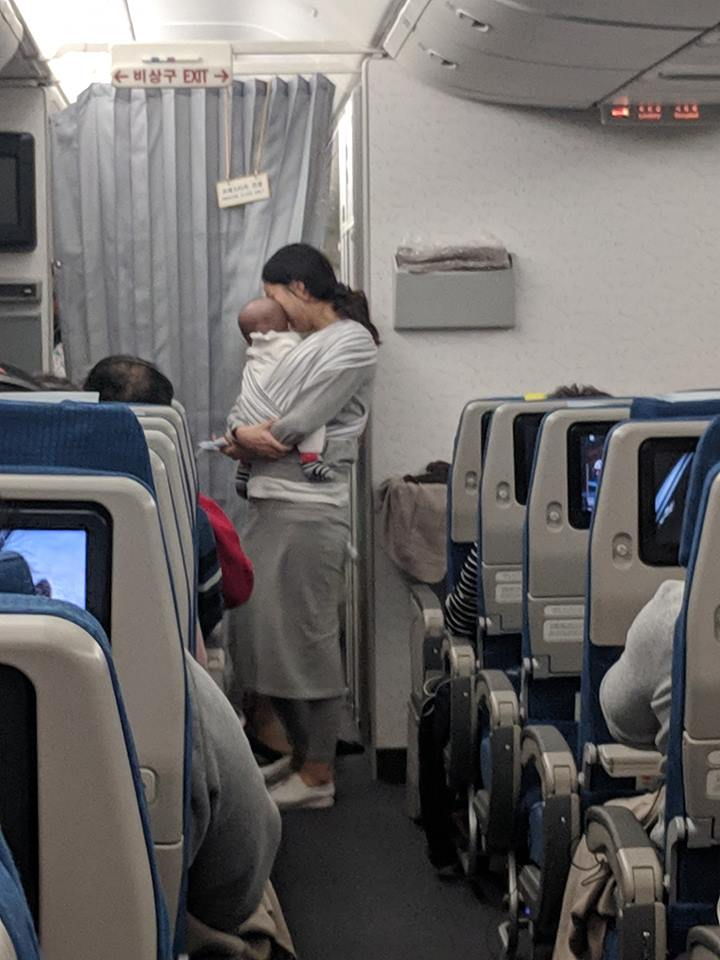 https://i1.wp.com/usefulgen.com/wp-content/uploads/2019/03/this-mother-gave-goodie-bags-to-200-plane-passengers-in-case-her-baby-starts-crying-2.jpg?w=720&ssl=1