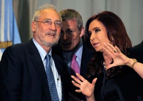 Cristina-Kirchner-y-Stiglitz-AFP