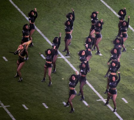 SANTA CLARA, CA - FEBRUARY 07: Beyonce (L) performs during the Pepsi Super Bowl 50 Halftime Show at Levi's Stadium on February 7, 2016 in Santa Clara, California. (Photo by Harry How/Getty Images)