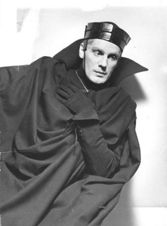 """Berlin, 21. Januar 1936, """"Hamlet"""" im Staatl. Schauspielhaus unter der Regie Lothar Müthels. Gustav Gründgens in der Titelrolle. 909-36"""
