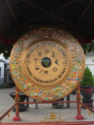 Gong perdamaian di Istana Gebang