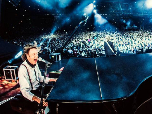 Sir Paul McCartney concert through VR goggles