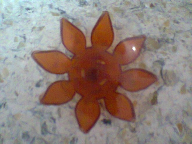 Floating flower for the wick to stand on