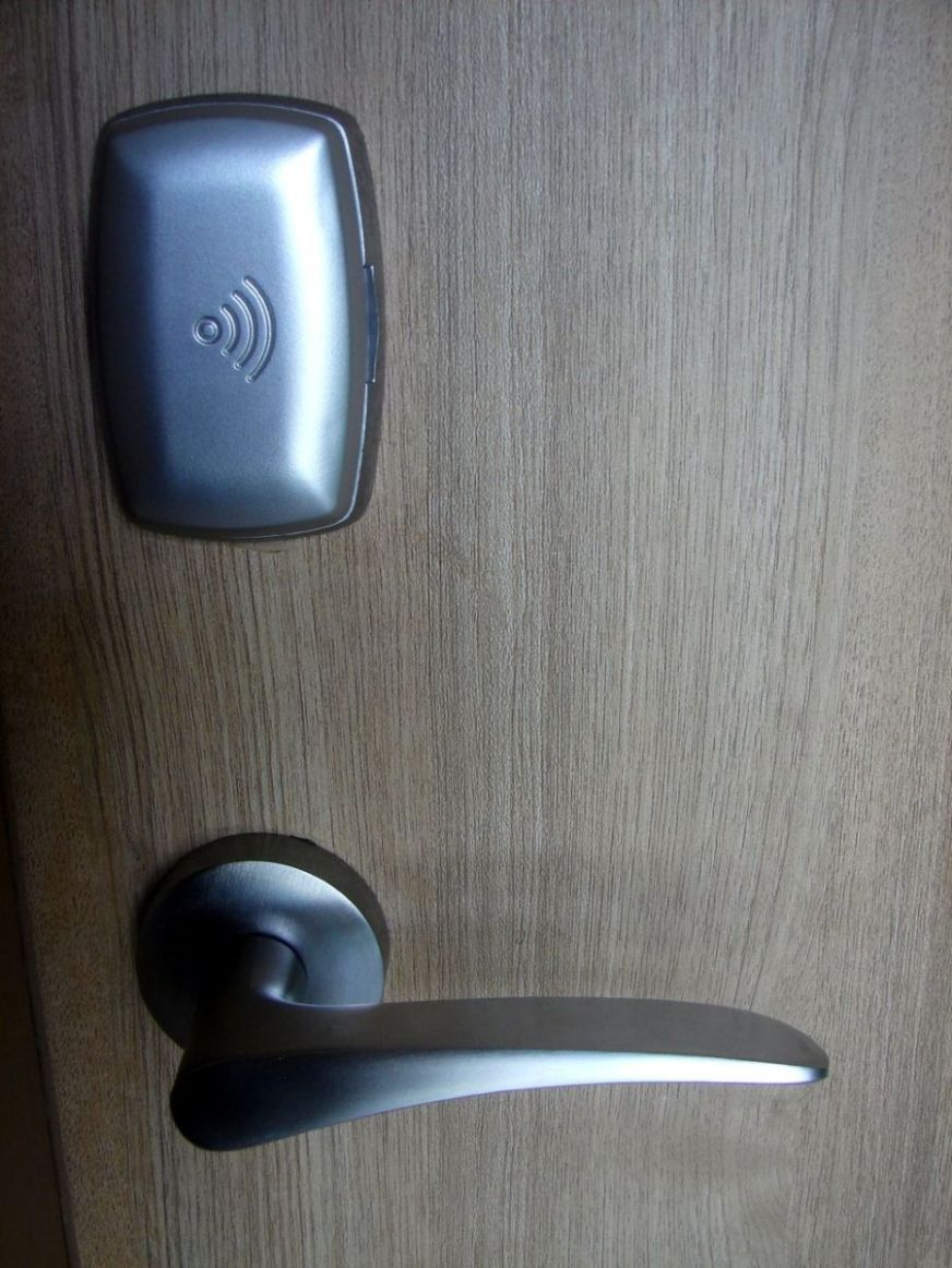Which is the Best Keyless Door Lock? Four RFID & Keypad ...