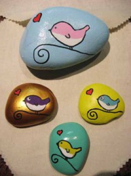MORE CUTE BIRDS ON STONES..(.LOVE THE INTERESTING GOLD METALLIC BACKGROUND)!