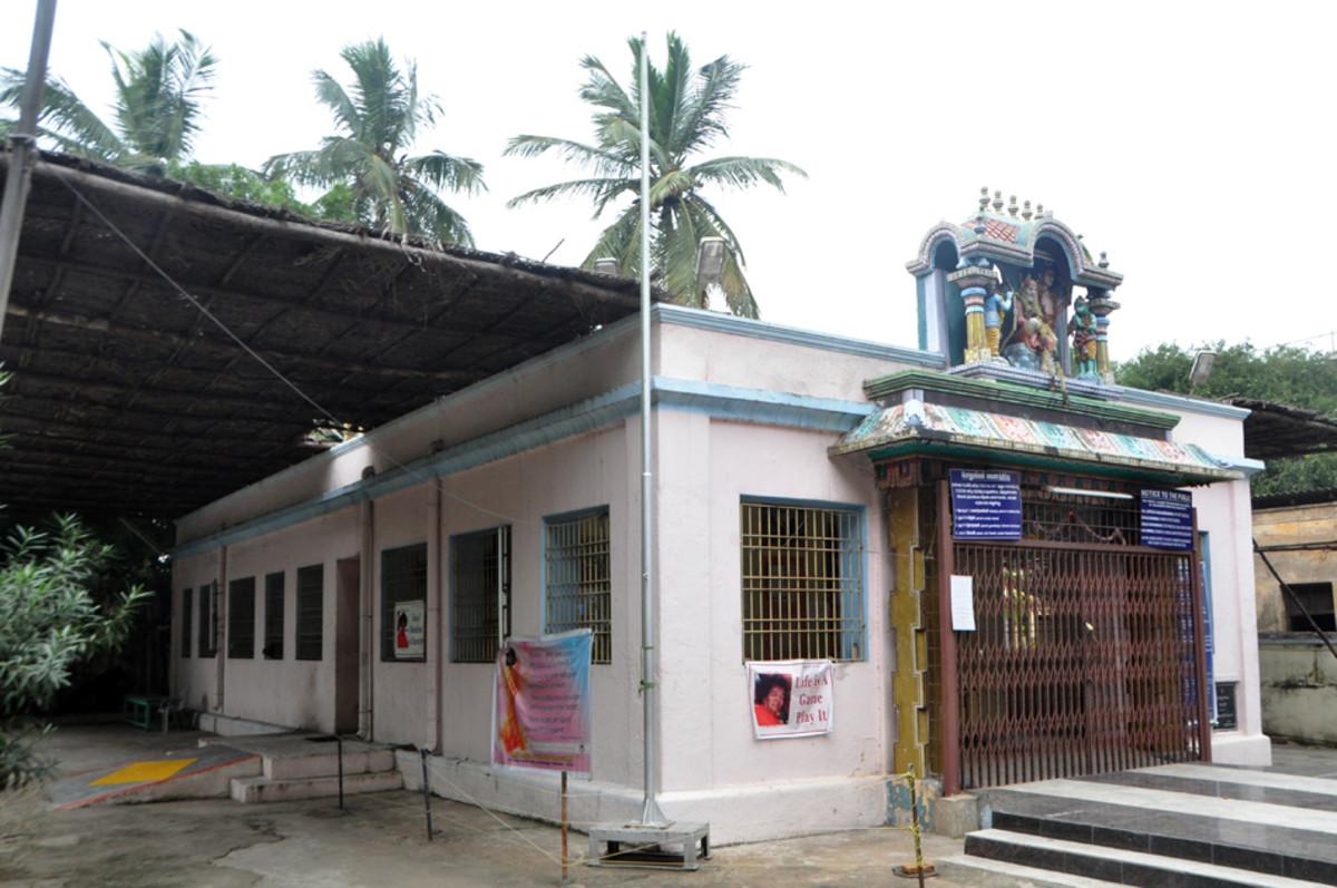 El templo está abierto para el público 6 a.m.-ocho y media de la mañana y de nuevo 17:00-20:00. Queda especialmente abierta 06 a.m.-12:30 en el mediodía del jueves.