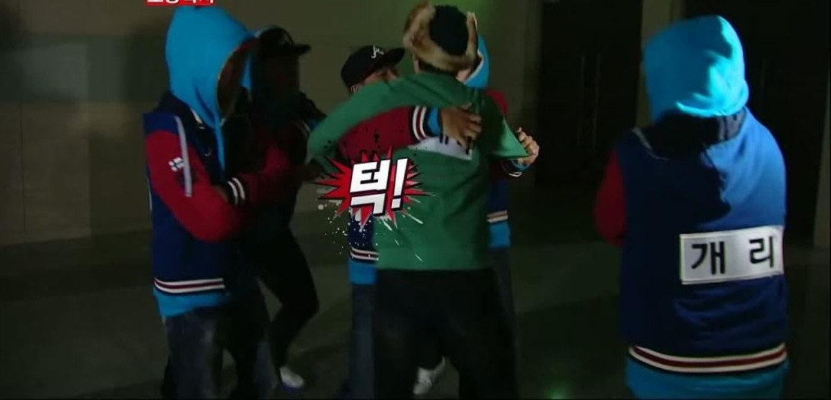 A one-on-one nametag tearing battle between Yoo Jae Suk and Kang Gary during the 2nd Best of the Best series.