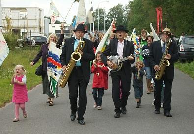 De Vlaggenparade met TriodeluX  en  Lieke voorop