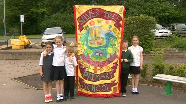 Pupils Make Their Own Banner for Gala : Silver Tree Primary School - Ushaw Moor