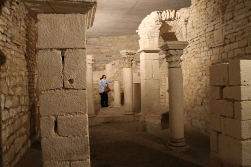 Mini-Mirinda in the crypt