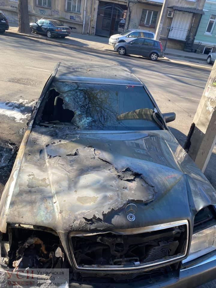 У одеського активіста Дем'яна  Ганула згорів автомобіль (фото)