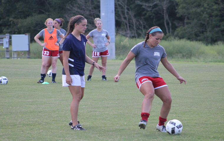 Taylor+Stevens%2C+assistant+coach+for+the+women%E2%80%99s+soccer+team%2C+works+with+senior+goalkeeper+Courtney+Lofland.+Stevens+is+entering+her+first+year+as+assistant+coach+of+the+women%E2%80%99s+soccer+team.+