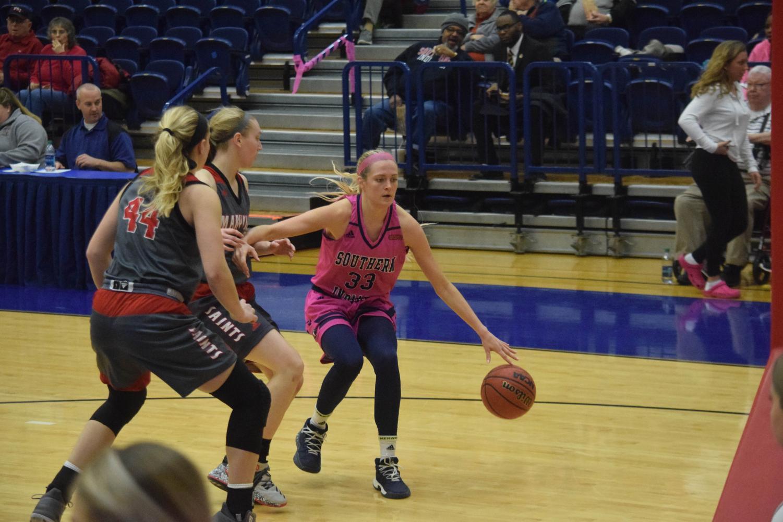 Kaydie+Grooms%2C+senior+guard%2C+looks+to+drive+to+the+basket.