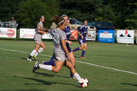 Women's Soccer loses first game, looks toward promising season