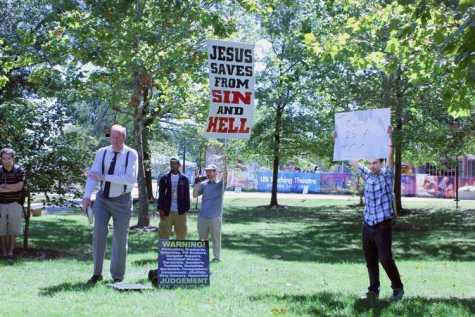 Evangelists draw crowd to USI's free speech zone