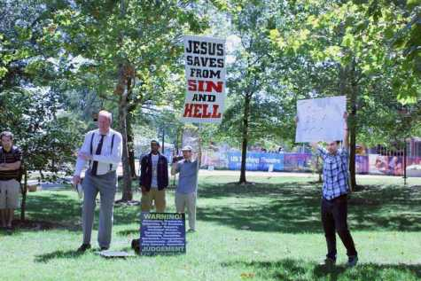 Evangelists draw crowd to USI's free speech zone