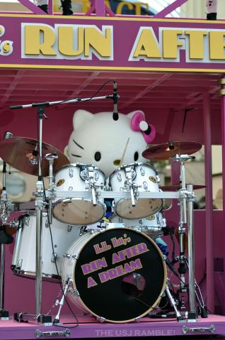 Hello Kitty's Run After A Dream